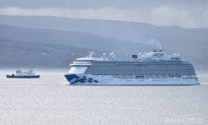 Regal Princess Cruise Ship Arriving on Clyde