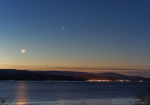 Moon - Venus - Jupiter conjunction over the Clyde 1-Feb-2019