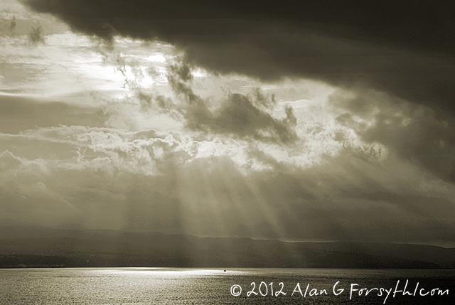 Light rays over Clyde